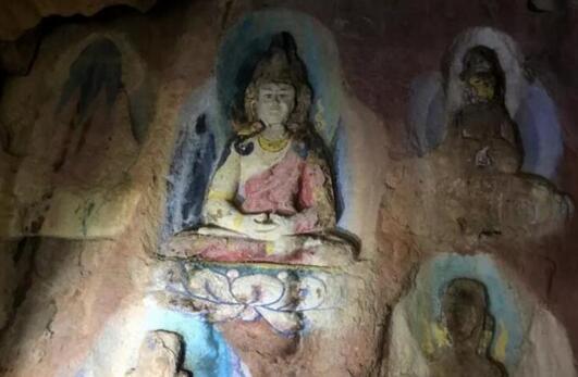 四川藏区发现疑似吐蕃时期摩崖石刻