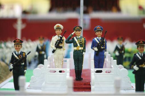 济南7名面塑师用70斤面做面塑版天安门阅兵式