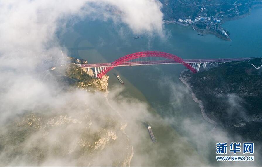 湖北秭归长江大桥建成通车