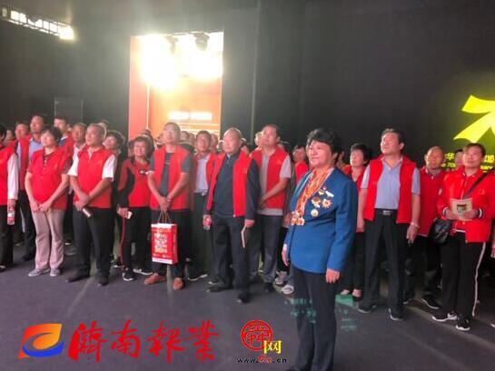 """高淑贞带领三涧溪村民参观济南市""""家国同梦70年""""成就展 深情告白祖国"""