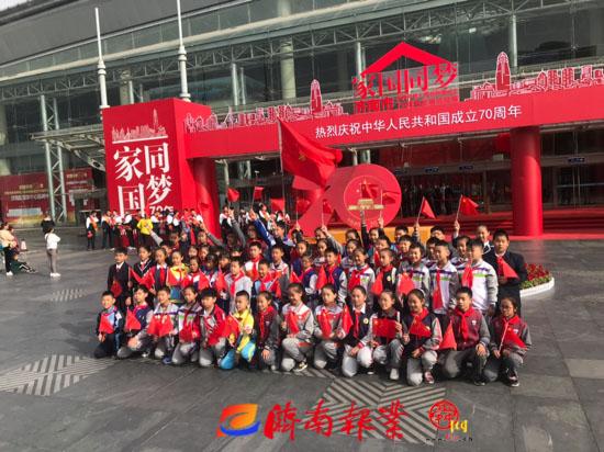 【家国同梦70年】槐荫区十余所中小学师生代表参观庆祝中华人民共和国成立70周年发展成就展