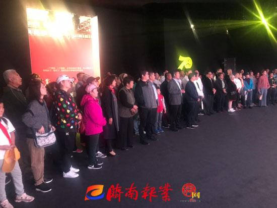 【家国同梦70年】国庆假期最后一天济南发展成就展迎上百人参观