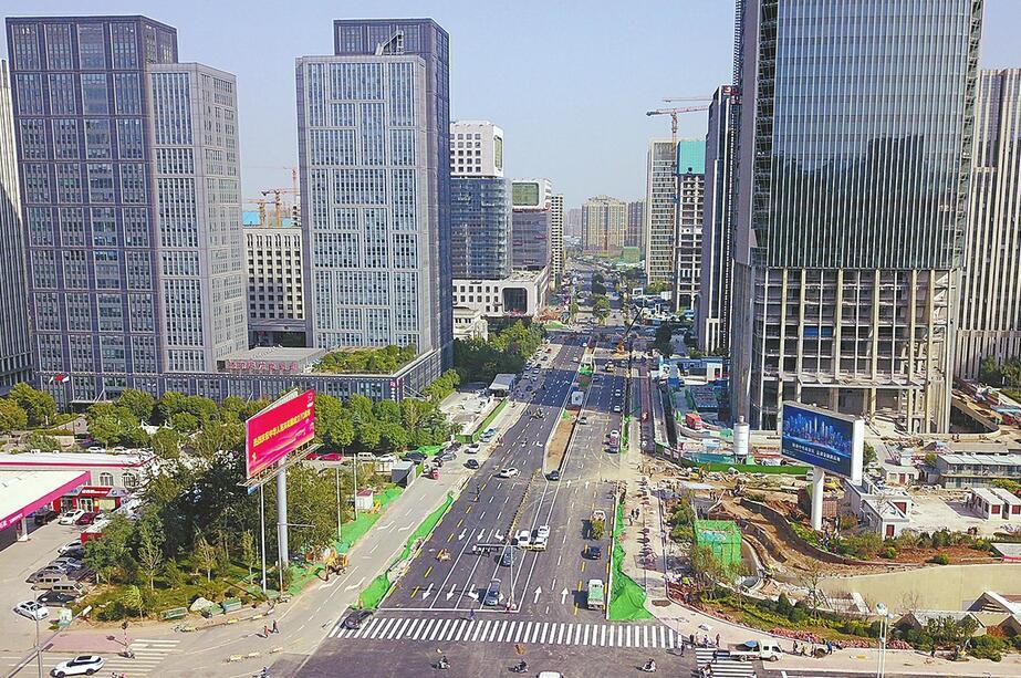 """""""隐身""""3年今朝露面 济南奥体西路拆除围挡恢复通车"""