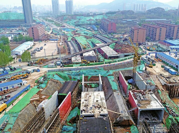 """济南刘长山路通史:曾""""梗阻""""10多年,今下穿14条铁路线"""
