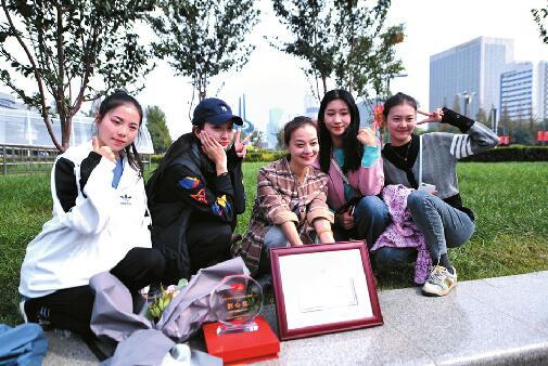 """终于等到你!山东""""国泰民安""""彩车回家 今起在泉广展示三周"""