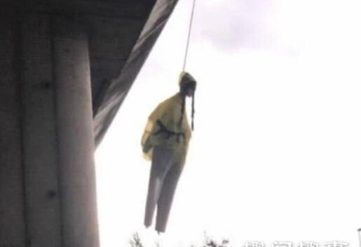 可怕的一幕!环保少女人偶被吊是怎么一回事?真相竟然是这样