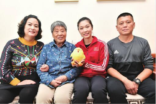 """王梦洁:首场排球比赛""""征服""""裁判奶奶的疼爱体现在细节上"""