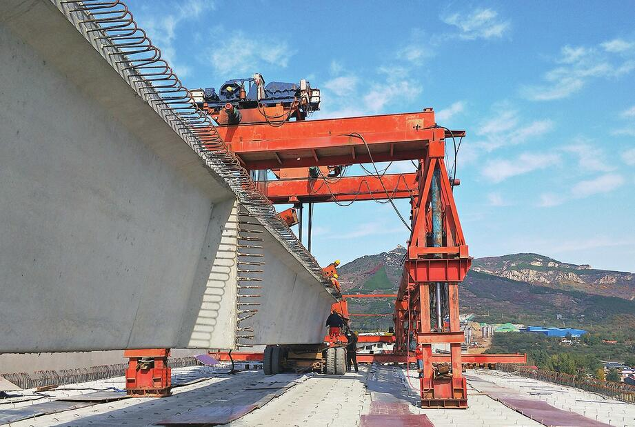 """济泰高速济南段锦绣川互通特大桥建设已完成80% 济南到泰安将""""半小时直达"""""""