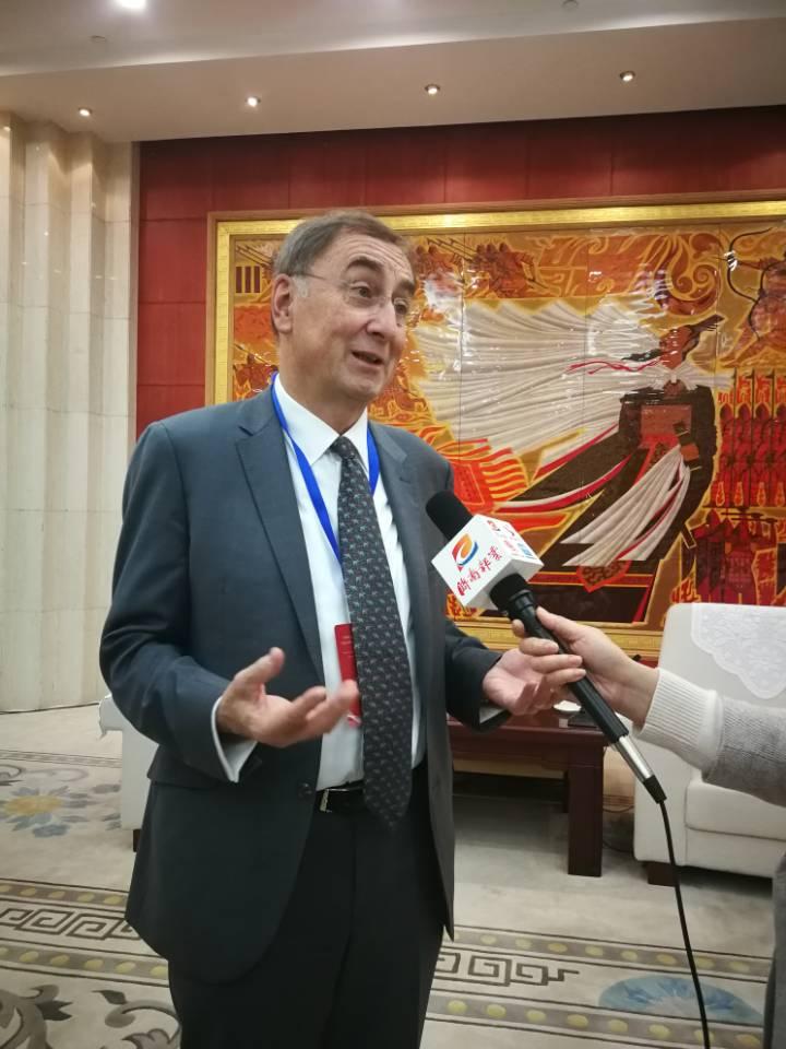 """""""济南是一座美丽的城市,有机会一定来这里度假""""——对话联合国前副秘书长扎诺斯·帕兹托"""