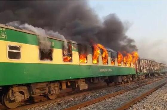 巴基斯坦火车爆炸疑因煤气炉 16名遇难者被烧得面目全非