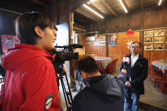 跨省联动,双城直播!88百家乐现金网报业全媒体走进湘西十八洞村