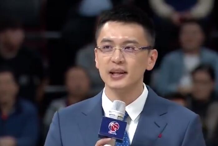 初心仍在!杨鸣球衣退役仪式:我为这支球队奉献了一生和忠诚!