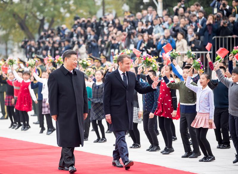 习近平举行仪式欢迎法国总统访华并同其会谈