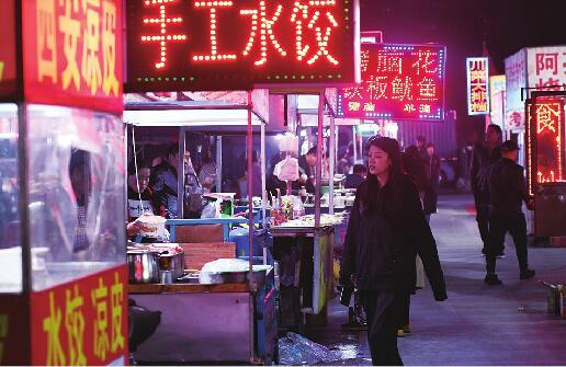 """济南:秋冬夜市""""不打烊""""美食娱乐唱主角"""