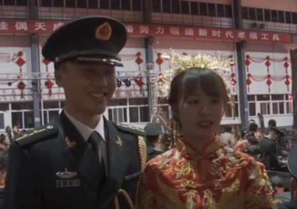 嫁给爱情的样子!火箭军116对婚礼 新娘看新郎满眼都是爱太甜了