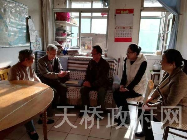 区委第一巡回指导组走访慰问天桥东街街道困难党员