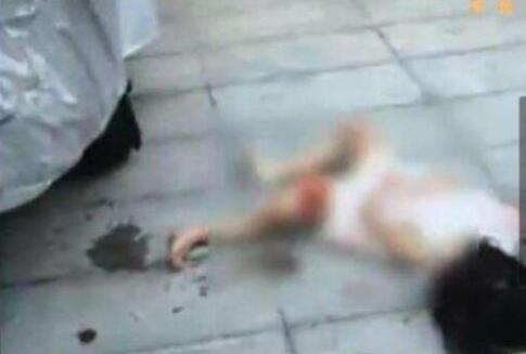 女子坠楼砸中女童怎么回事?女子坠楼砸中女童真相是什么?