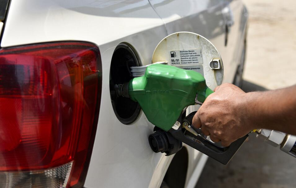 今日起汽油价格小涨5分钱/升 机构预计下一轮调价或搁浅
