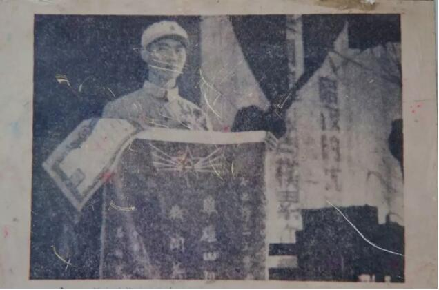 战旗背后的故事丨光荣的称号永不褪色!