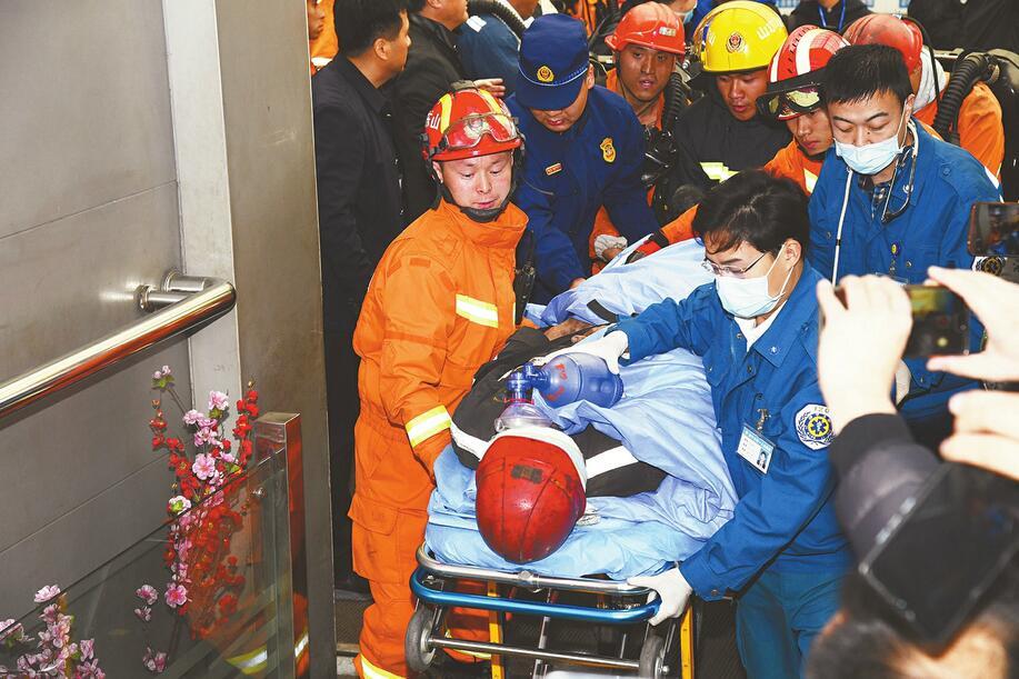 升井!归来!山东能源肥矿集团梁宝寺煤矿事故被困人员全部获救