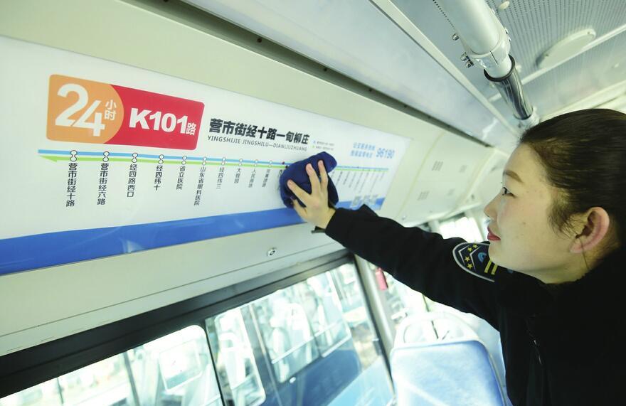 泉城首条24小时公交线路运行 途...