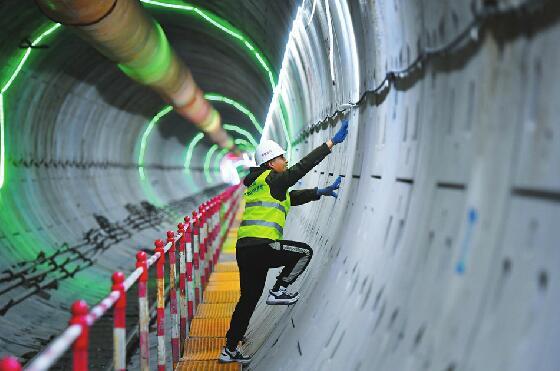 """""""地下容颜""""首次亮相15个车站主体结构封顶 地铁2号线明年底或试运行"""