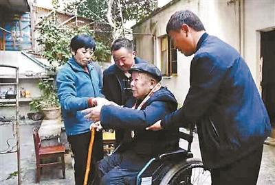 99岁老兵为家乡捐15万 家里却没一件像样的家具