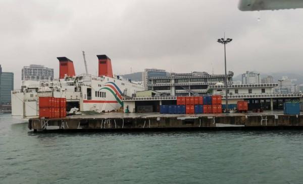 山东省代表团访问韩国,乘船考察釜山港