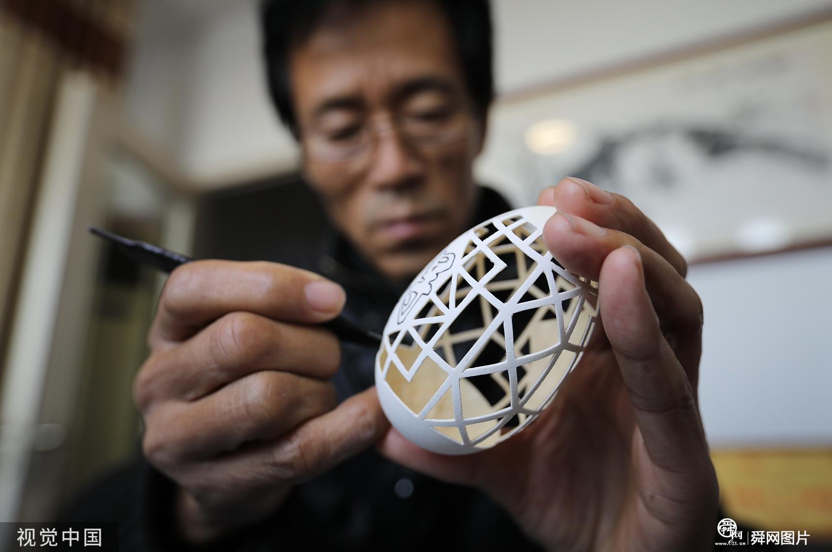 山东日照:探访蛋雕艺人 让绘画在蛋壳上舞蹈