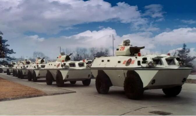 迎面开来的坦克请注意,你们帅到我了!