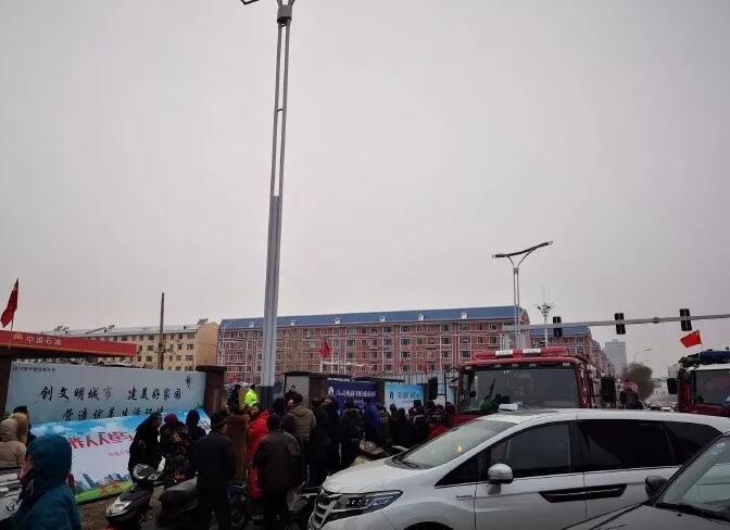 吉林白城工地突发坍塌 一名工人被埋压