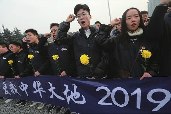 """双城四地同祭遇难同胞,近200名寻访团学子纷纷写下感言——""""凄厉的警报响起,我不再是历史的过客"""""""