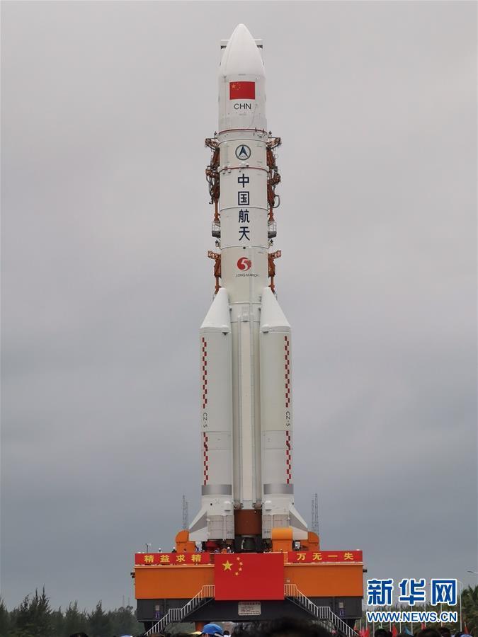 长征五号遥三火箭垂直转运至发射区