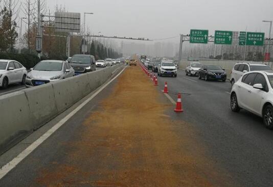 中州大道多车相撞事故原因是什么?所幸并未造成人员伤亡