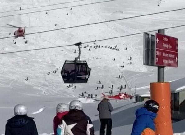 揪心!瑞士滑雪发生雪崩 目击者称可能还有更多人被掩埋