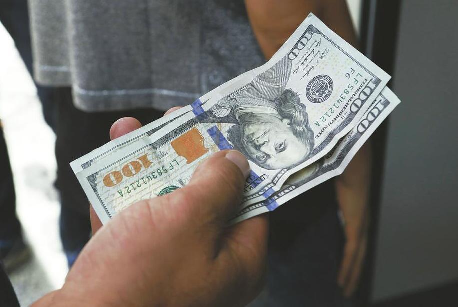 美媒:全球股市市值直逼90万亿美元