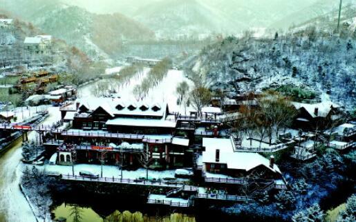 山东省多市迎来今冬初雪 银装素裹感受古迹冬韵