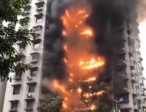 真相曝光!重庆居民楼起火原因是什么?阳台起火引燃外墙保温层