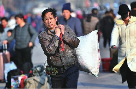 """2020春运大幕昨开启 6.5万人从济南火车站踏上""""归途"""""""