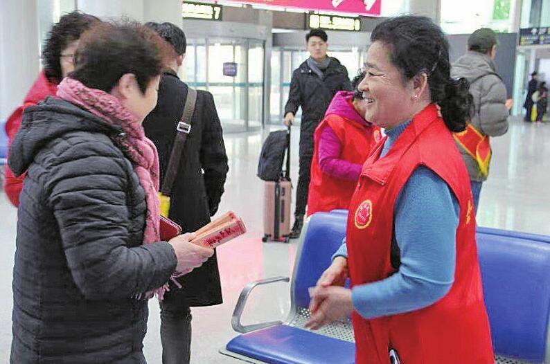 """全国首个机场到达区志愿服务岗""""泉城义工志愿服务站""""启动"""