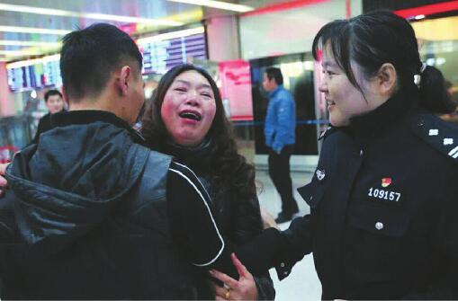 """3个寻子家庭的""""新生"""":孩子被拐数十年 坚持寻子终于过上团圆年"""