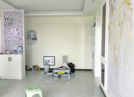 男子出差仨月回来发现家被搬空 连60块钱买的装饰画都没放过