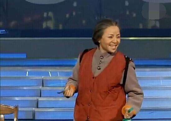 宋丹丹再上春晚 谐星变歌星了?现场表演的什么节目?