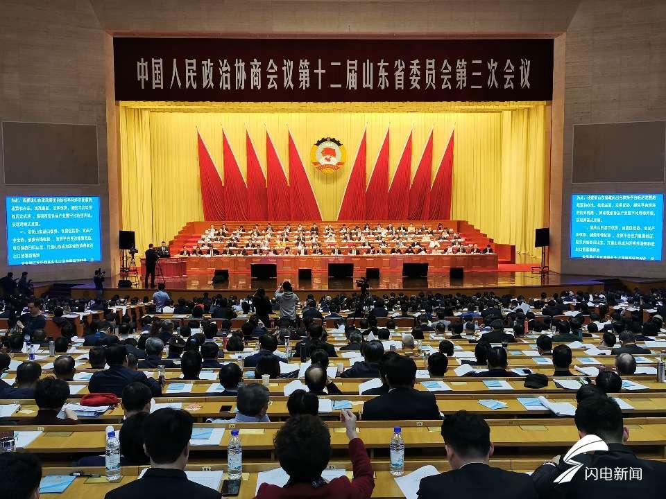 省政协十二届三次会议举行全体会...