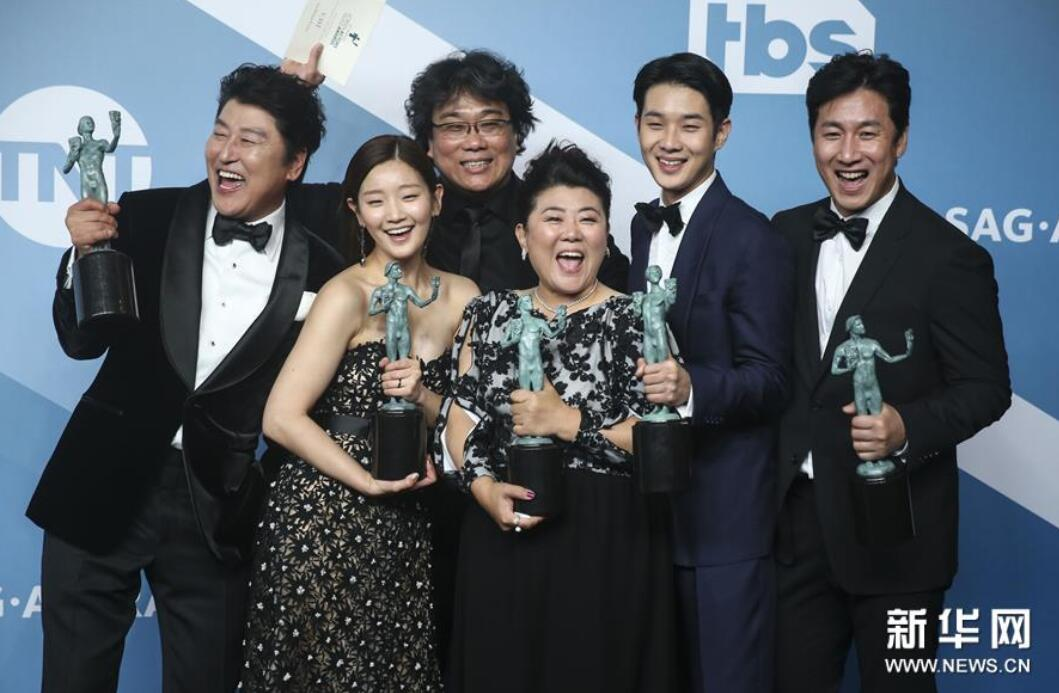 韩国影片《寄生虫》称雄美国影视...