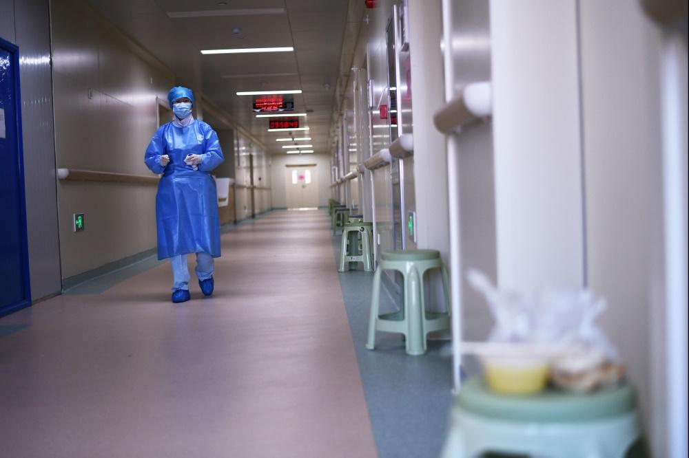 """直击真""""相"""" 探访首个医患无接触式隔离病房"""
