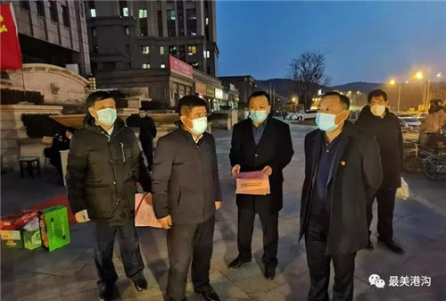 """【历城战""""疫""""】港沟街道主要领导慰问一线值守人员"""