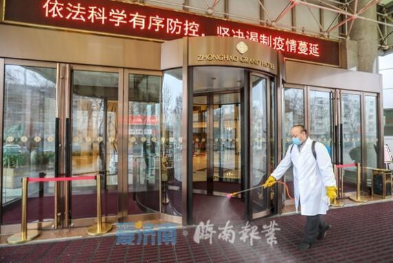 济南报业记者探访集中留观酒店:电梯按键贴保鲜膜,3小时消毒一次