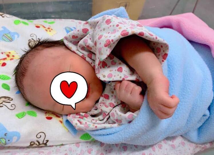 温暖人心!小汤圆正式出院排除感染可能 医护人员送上最美的祝福