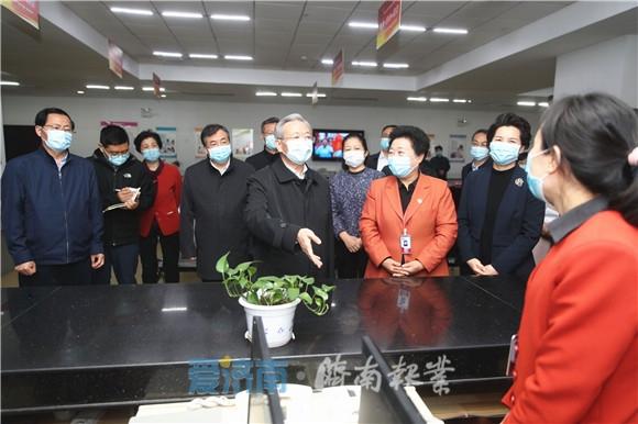刘家义在济南调研服务业复工复产情况